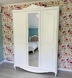 Шкаф для одежды Эльза из массива дерева доставка из г.Киев