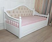 Деревянная кровать Скарлет софа с точеными боковинами из г. Киев